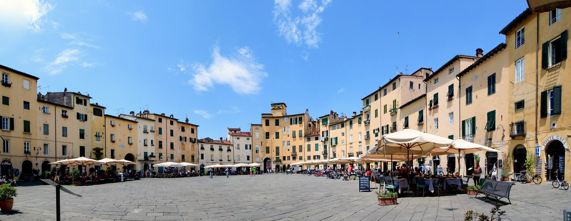 Cruises on the road in Tuscany